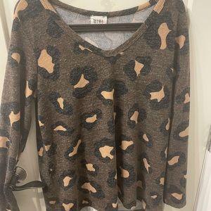 Sweet Jolie muted leopard print vneck sweater 🤎🧡